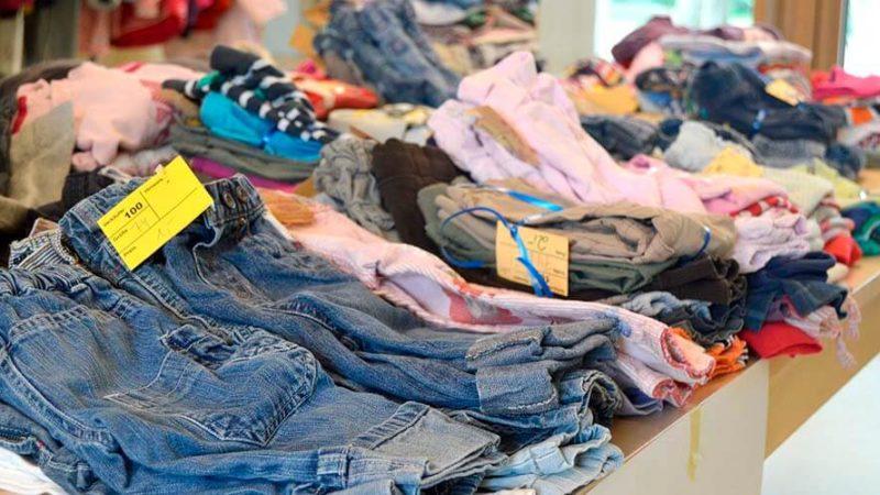 Comprar ropa usada ¿está mal visto?