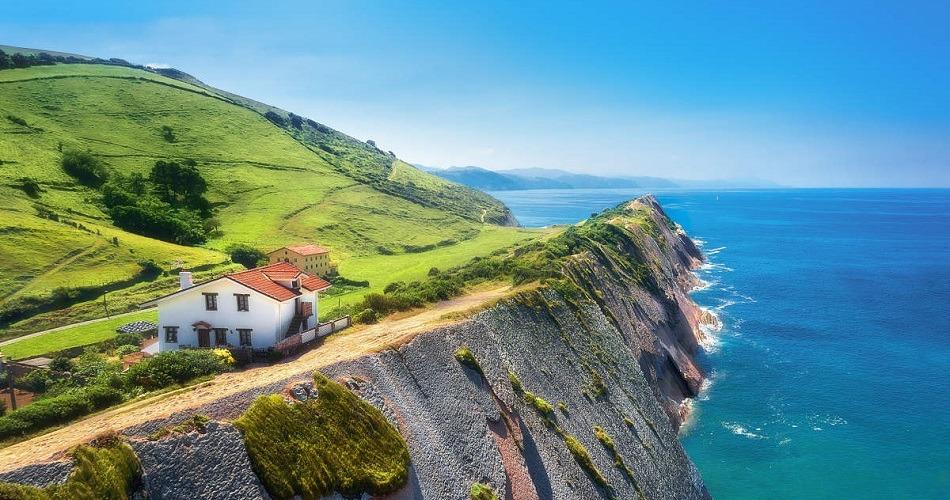 A orillas del mar Cantábrico, un País Vasco para recorrer
