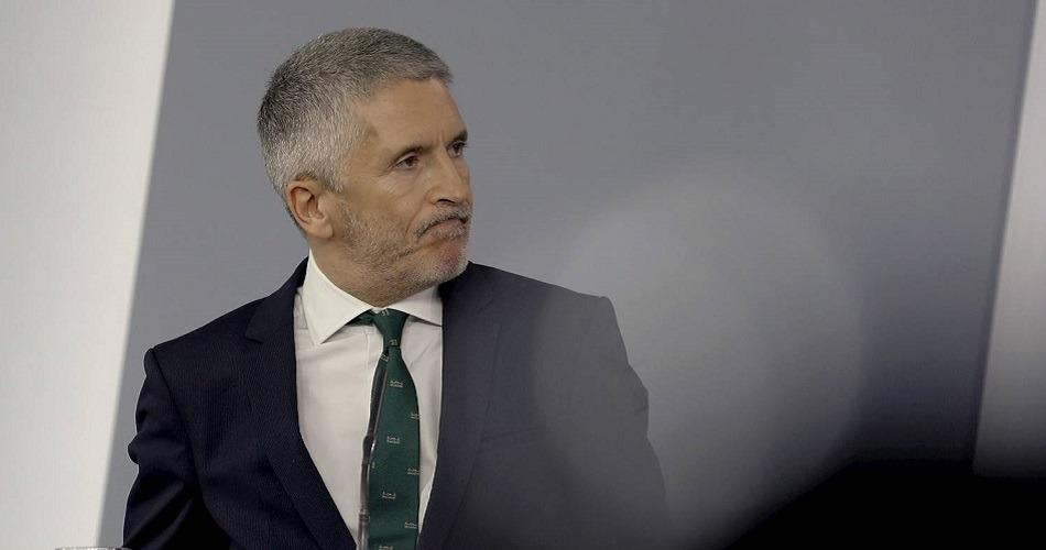 La oposición pide que el ministro renuncie por la nota filtrada sobre la destitución de Pérez de los Cobos