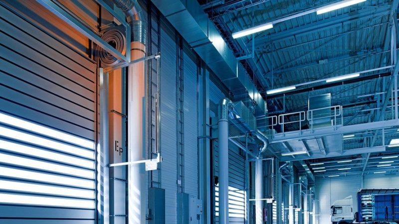 ventajas de instalar puertas rápidas enrollables industriales