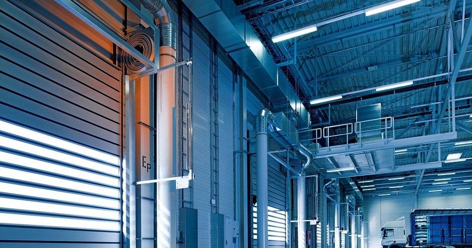 Todas las ventajas de instalar puertas rápidas enrollables en un negocio industrial